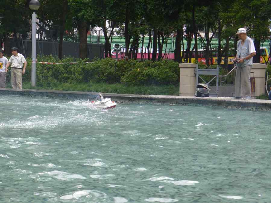 model boat race in the park